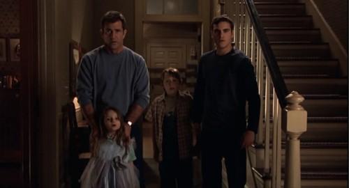 M Night Shyamalan Daughter Signs (2002) Review | ...