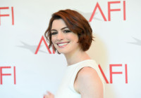 Anne Hathaway To Produce & Star In Aliens Comedy 'The Shower'
